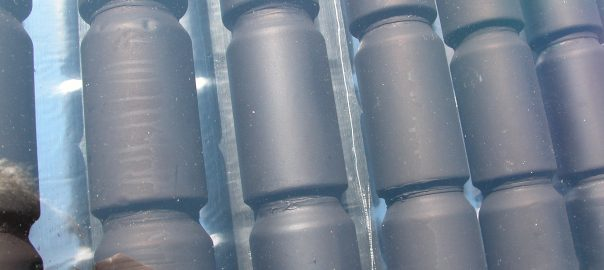 Closeup blikjes als kolom